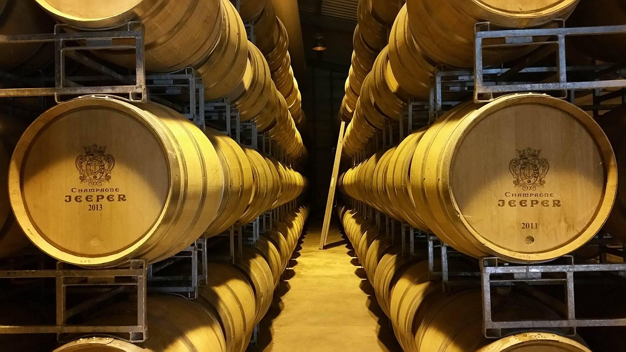 champagne - jeeper - Reims - cave - cuve - tonneau - bouteille - communication - digital - réseaux sociaux - grande réserve - cathédrale - ange -